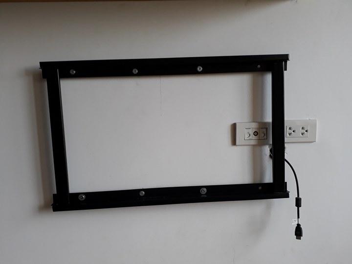 Khung giá treo tivi sau khi được lắp lên tường